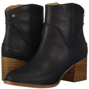 UGG Annie leather bootie